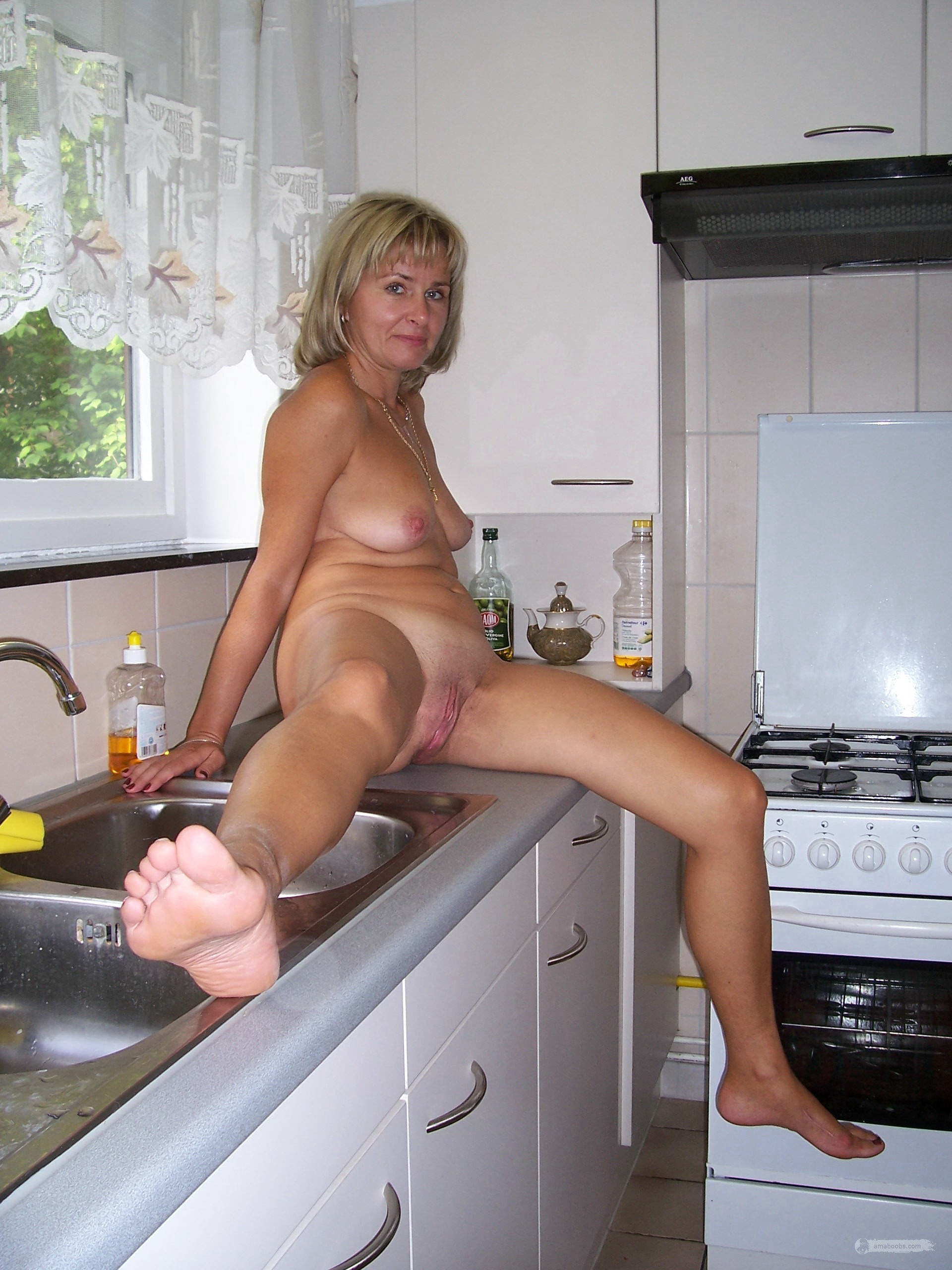 Nude Housewife Pictures